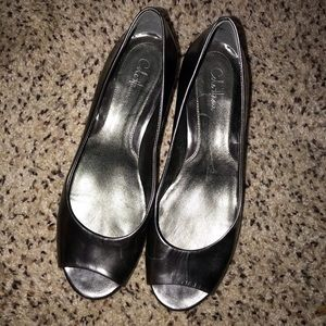 🌴 Cole Haan Silver Peep Toe Low Wedges Sz 7.5